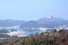 近畿百景第一位と言われる五老ヶ岳公園から見る新日本海フェリーと舞鶴の海上自衛隊