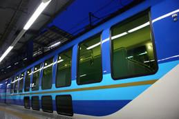 京都駅停車中の近鉄「しまかぜ」
