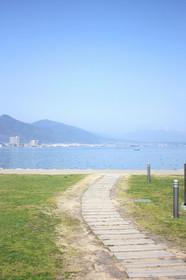 なぎさのテラスから見る琵琶湖