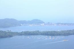 かぶと山山頂から小天橋海水浴場方面を望む