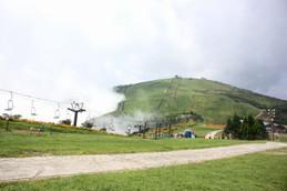 山沿いにのぼってきた雲