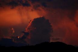 夕焼け色の入道雲