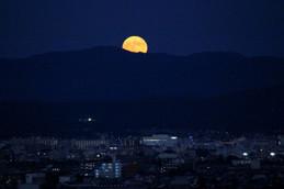 京都の街なみとスーパームーン