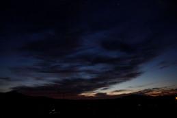夜明け前の比叡山と大文字山