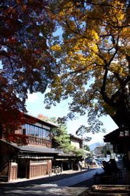 今宮神社門前で向かい合うあぶり餅店