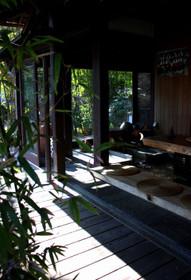 外から見た足湯カフェ