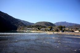 渡月橋から見る愛宕山と小倉山