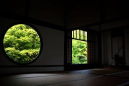 源光庵 悟りの窓と迷いの窓