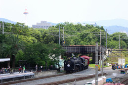 京都タワーとSLスチーム号