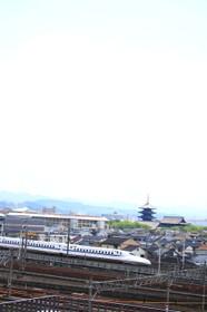 新幹線と五重塔