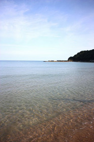 美しく透きとおる浜詰海水浴場