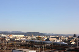 スカイテラスから見る新幹線