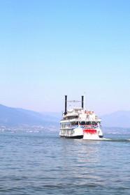 琵琶湖汽船のミシガン・におの浜観光港付近
