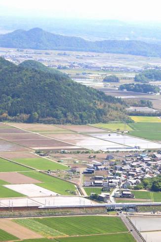 西国三十二番礼所観音正寺から見る東海道新幹線