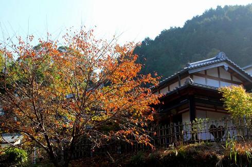 ハート形の猪目窓で有名な正寿院